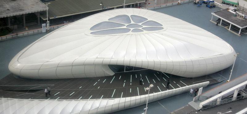 """Футуристический павильон Захи Хадид для выставки Шанель """"Mobile Art"""" в Гонконге 2008 года Виктор Fraile / Reuters"""
