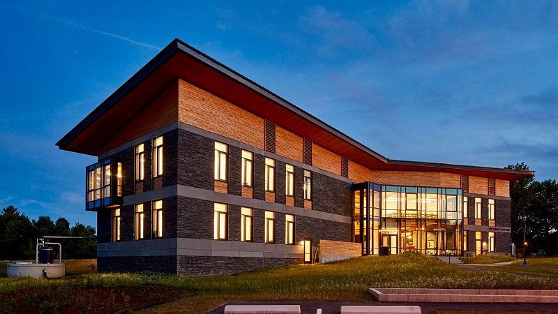 Kern Center - один из немногих зданий, отвечающих Требованиям Живых Зданий.